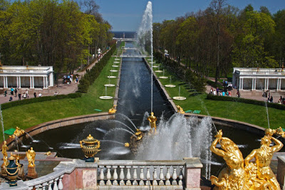 St Petersburg Russia city-break lower gardens Petrodvorets Peter Great palace summer residence Baroque fountain sea