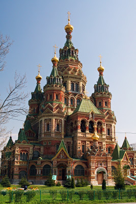 St Petersburg Russia city-break Petergof russian style